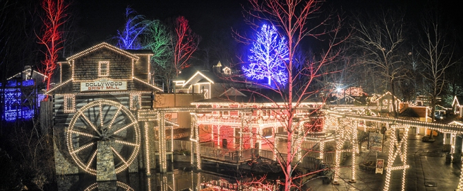 6 Reasons to Visit Dollywood This Christmas