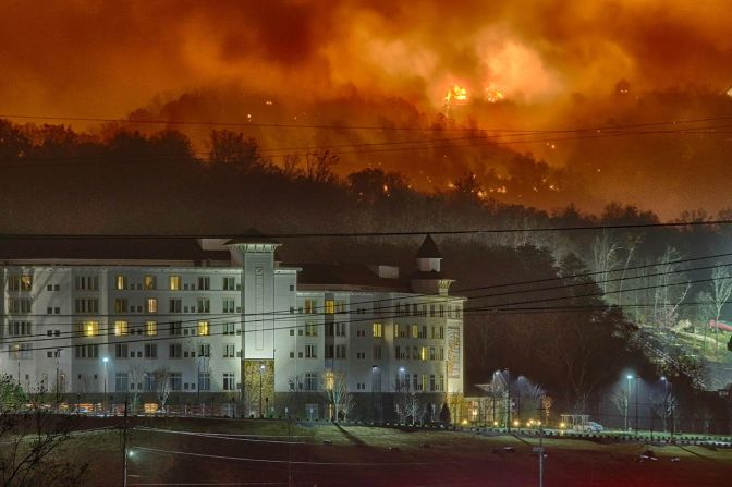 Dollywood Evacuated for Smoky Mountain Wildfires